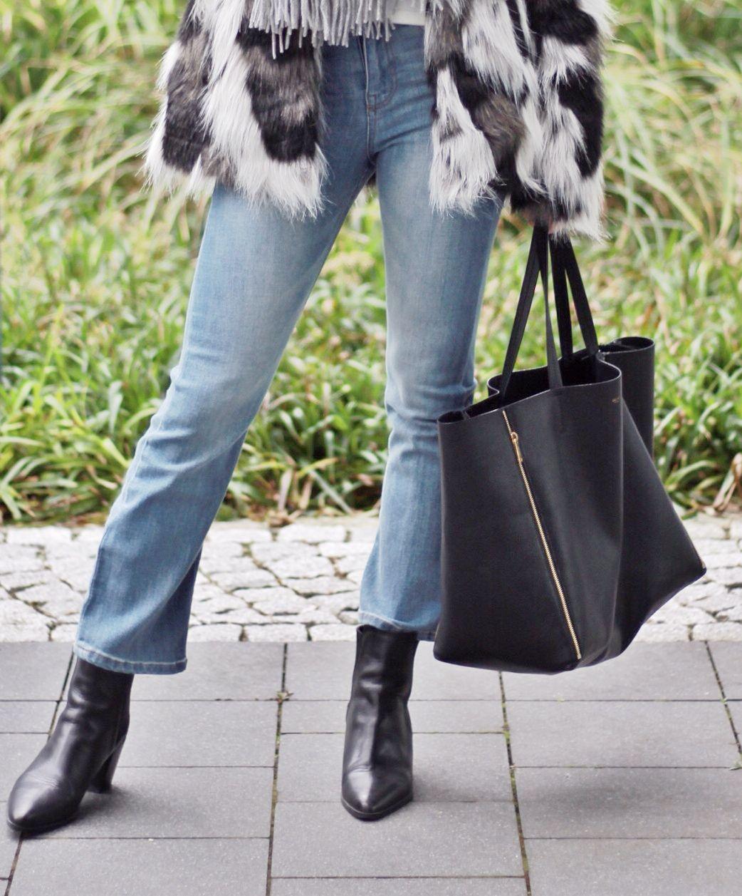 Cropped Flare Jeans und wie man sie richtig kombiniert