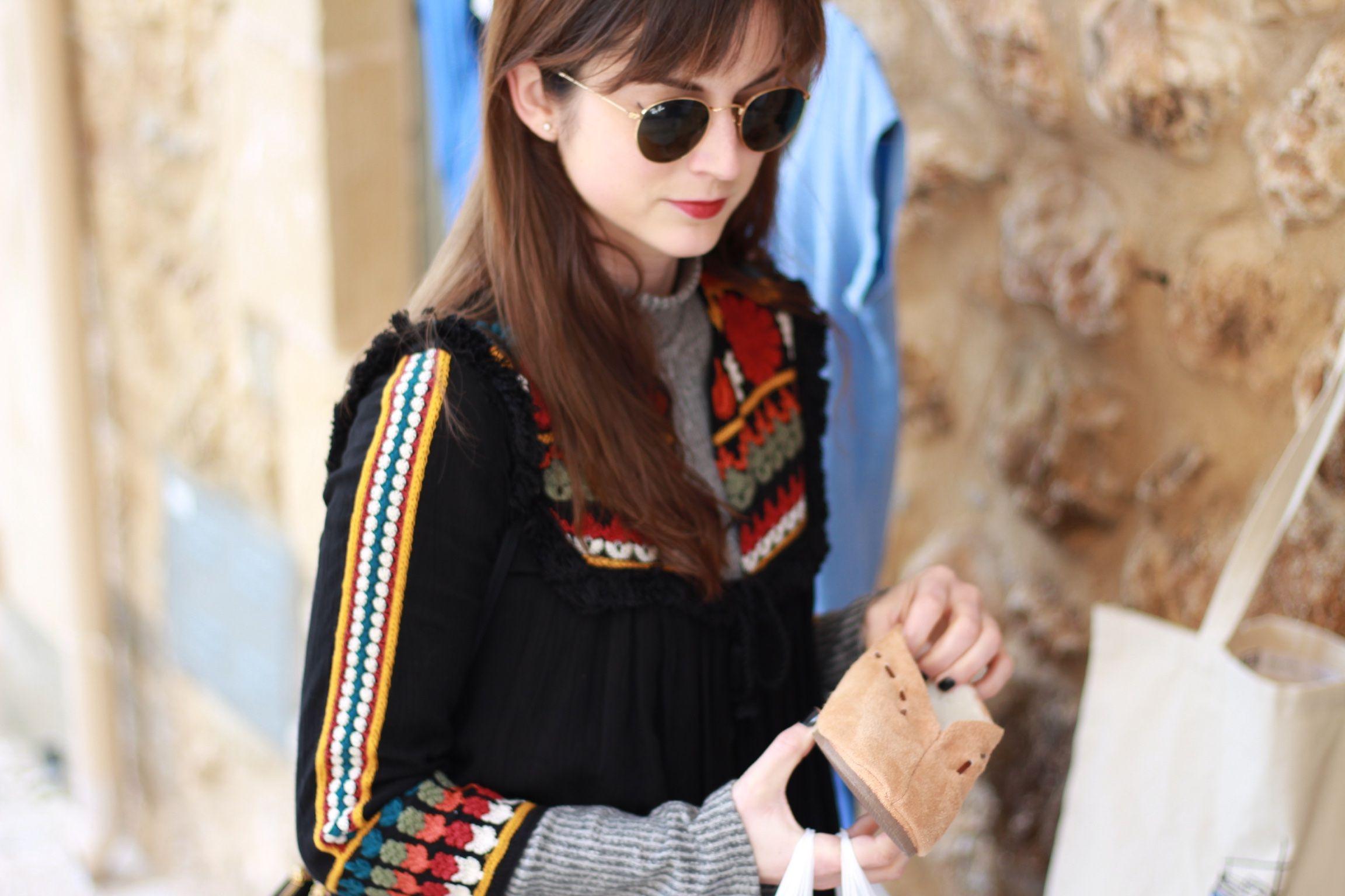 Folklore Jacke von Zara kombiniert mit Céline Trio Bag, und schwarzer Flared Jeans