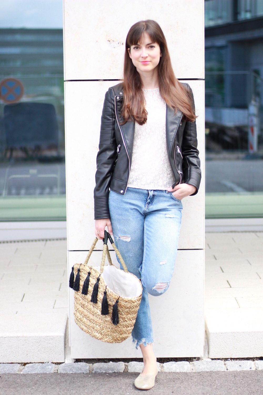 outfit spitzenbluse girlfriend jeans und goldene. Black Bedroom Furniture Sets. Home Design Ideas