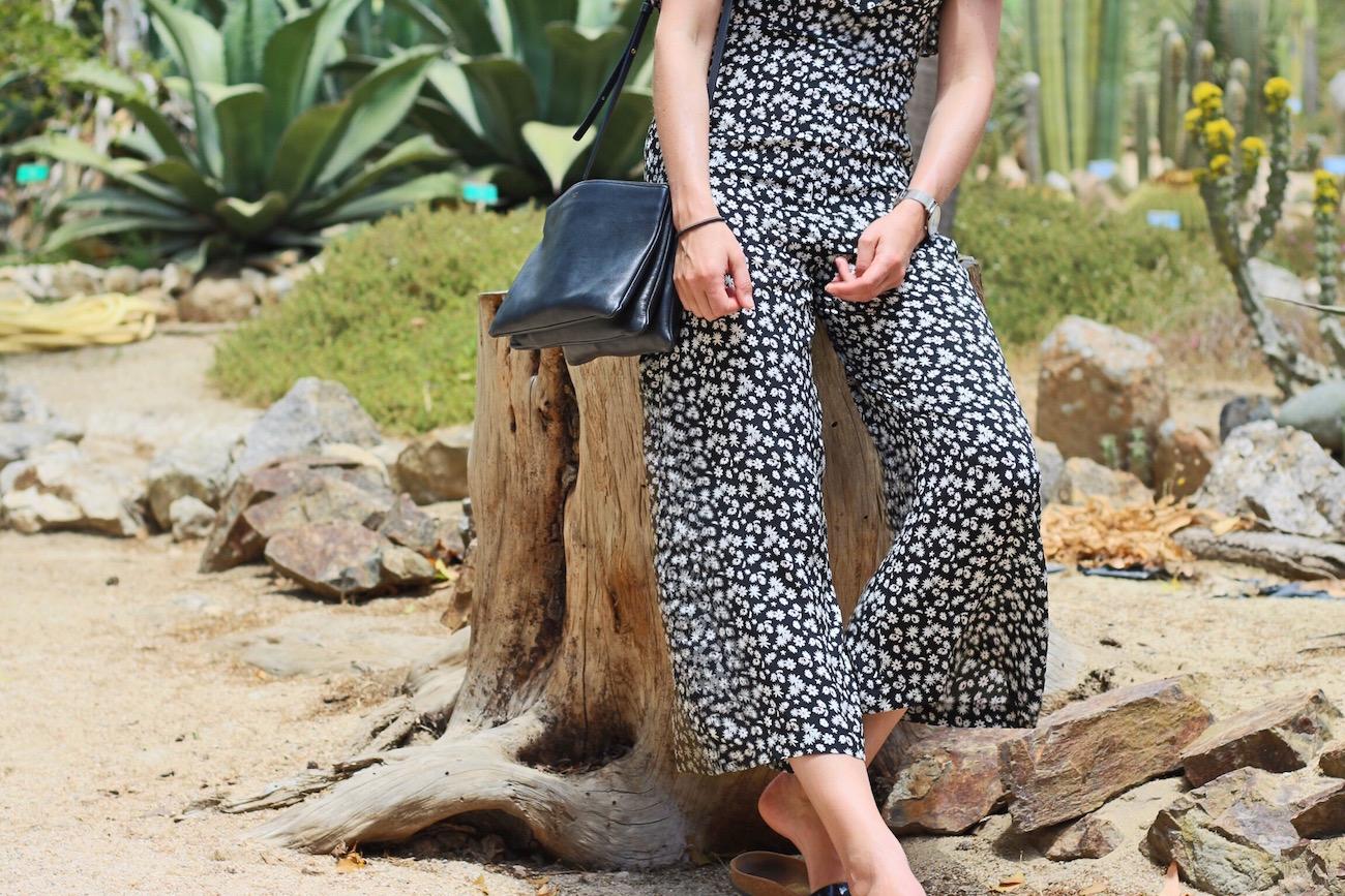 Mein Outfitpost für meinen Modeblog besteht aus Jumpsuit von Zara, Céline Trio Bag und Birkenstocks