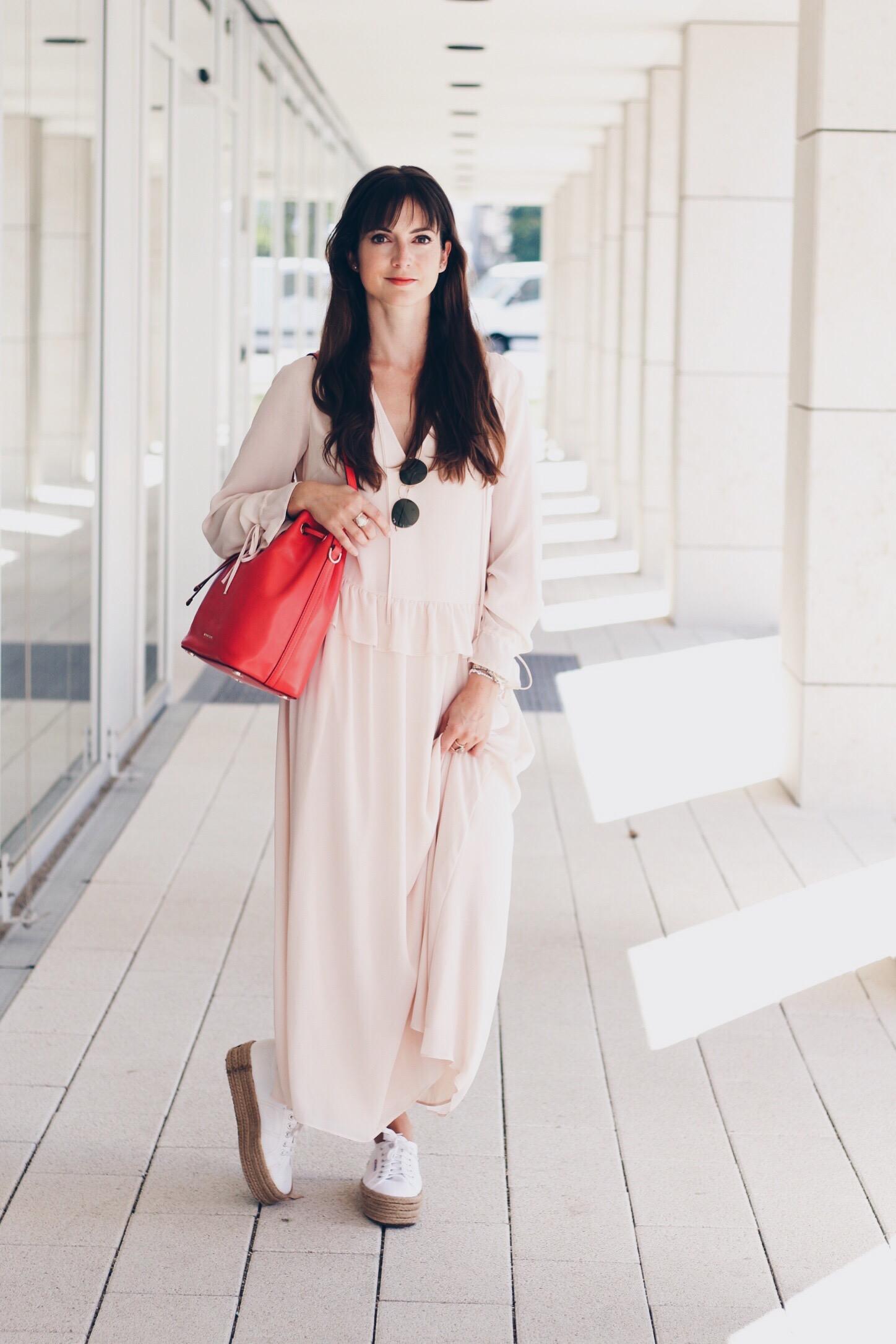 Michael Kors Bucket Bag mit Maxikleid von and other stories für meinen Modeblog als Fashionpost