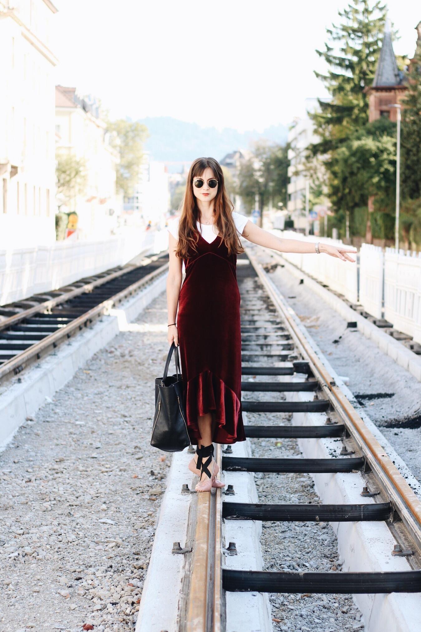 Samttrend Samtkleid heute auf meinem Modeblog
